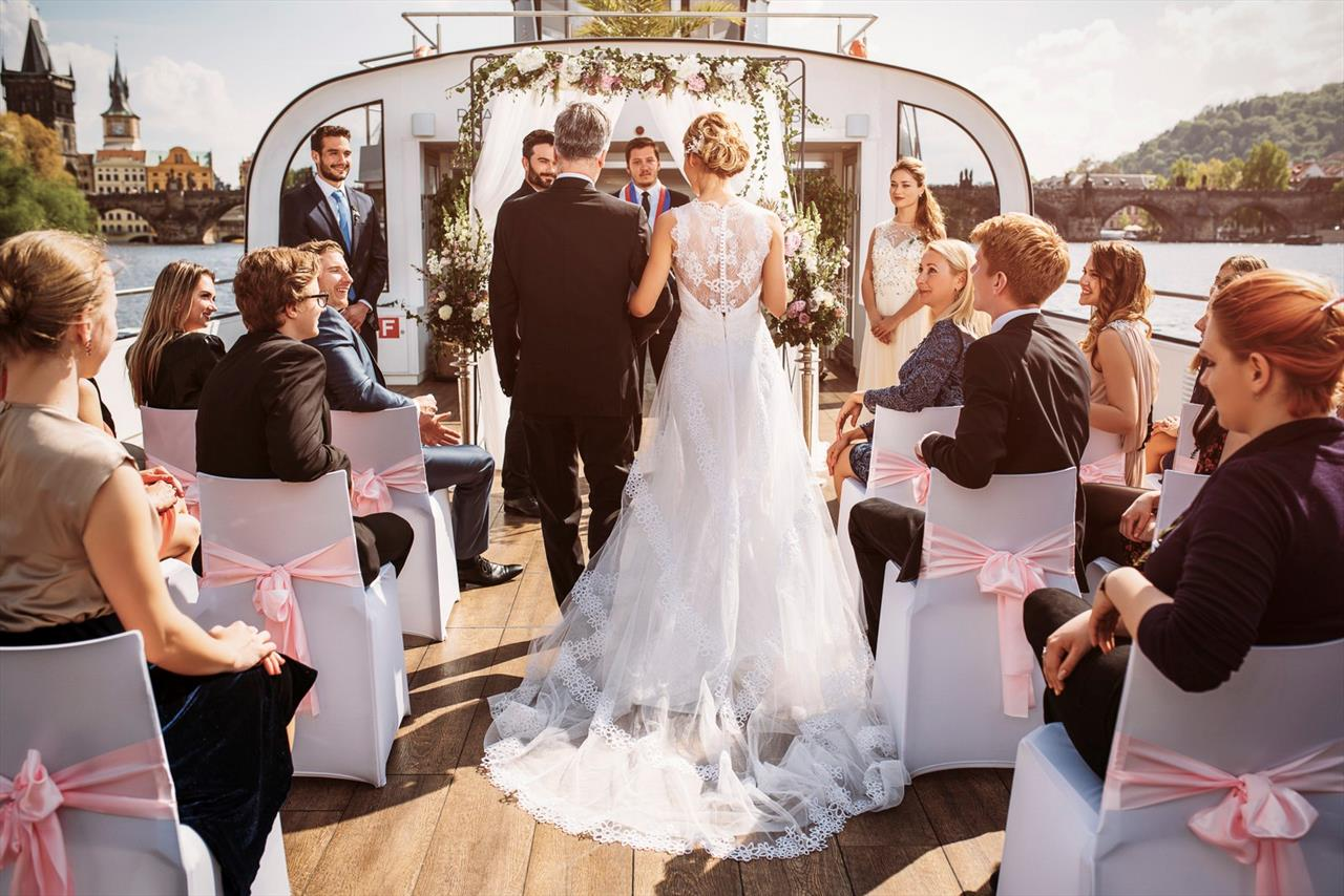 wedding-on-a-boat-in-prague017-241-7866