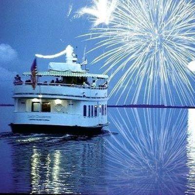 boat-wedding-decorations-on-the-beach-reception-on-a-boat-south-seas-island-resort-weddings-boat-themed-wedding-decorations